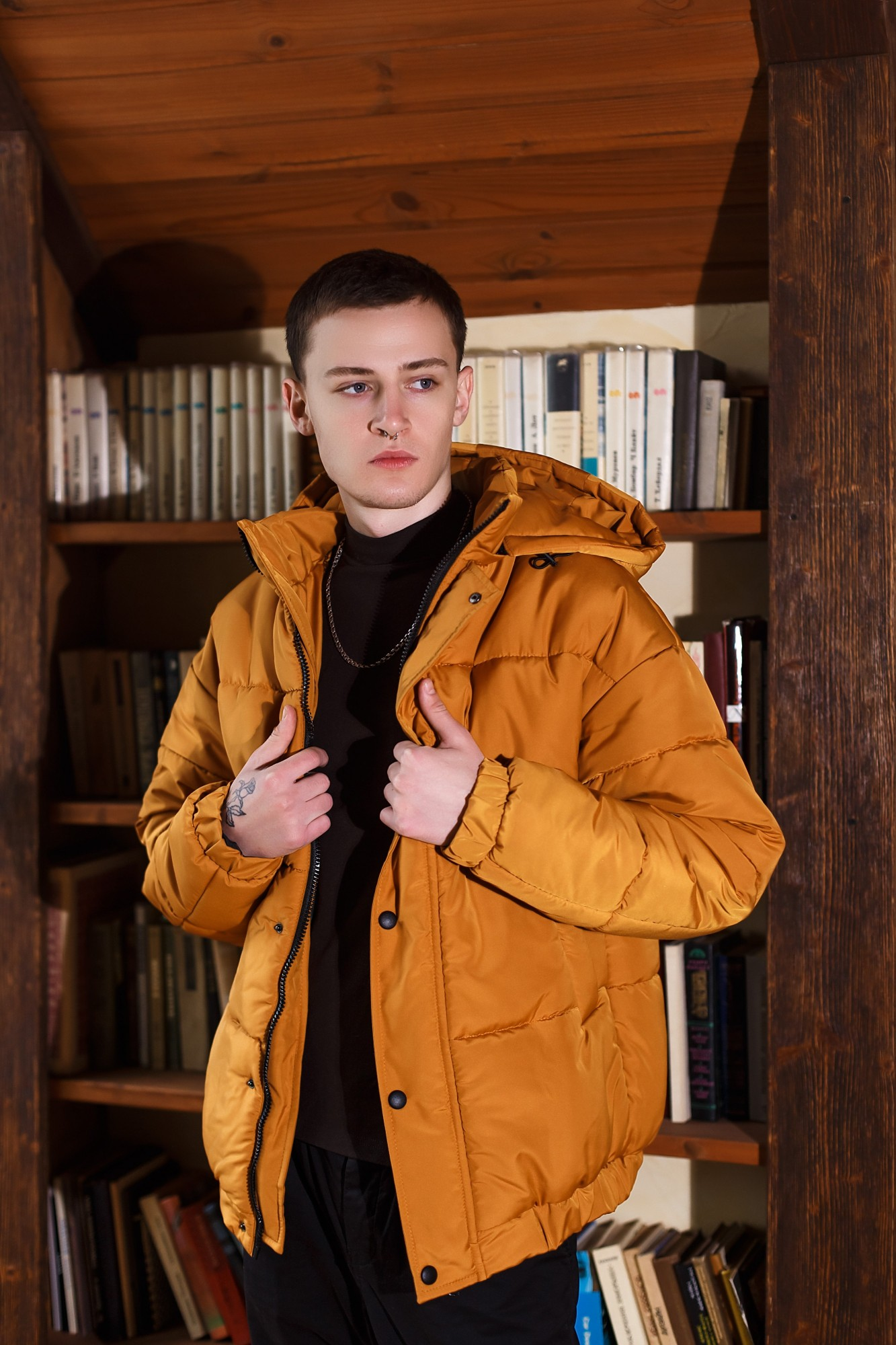 Мужская зимняя куртка V-01 S оранжевая Vidlik