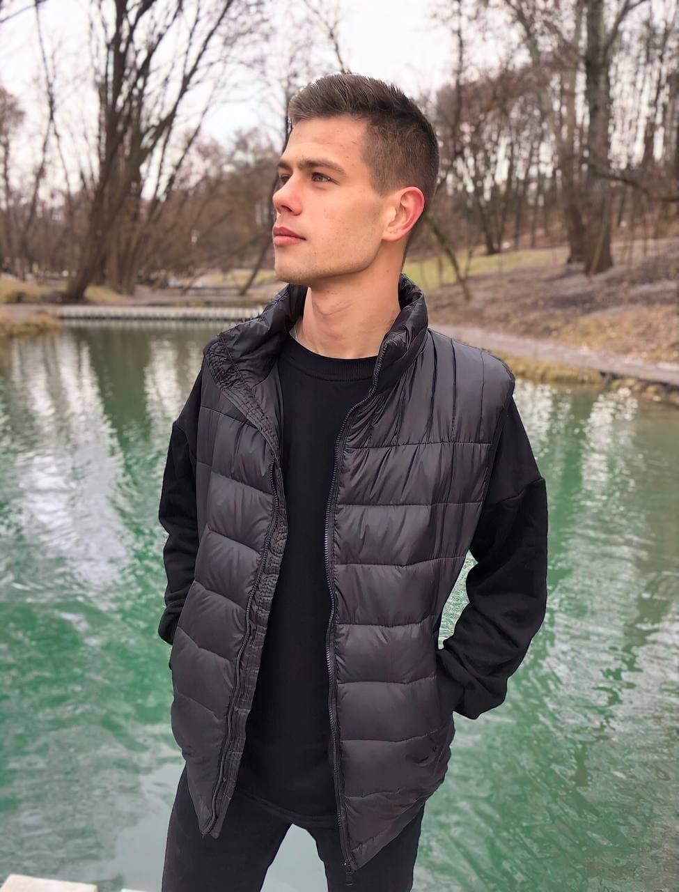 Мужской стеганый пуховой жилет (безрукавка) Vest чёрный Vidlik