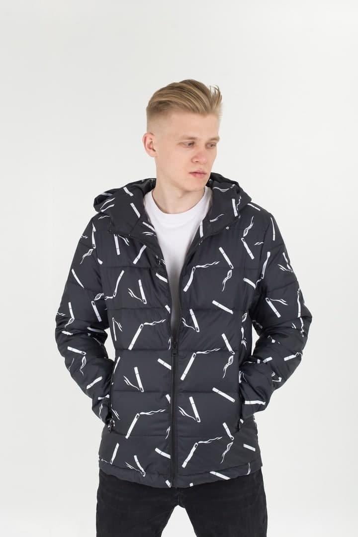 Мужская демисезонная стеганая куртка с принтом Cigarettes черная Vidlik