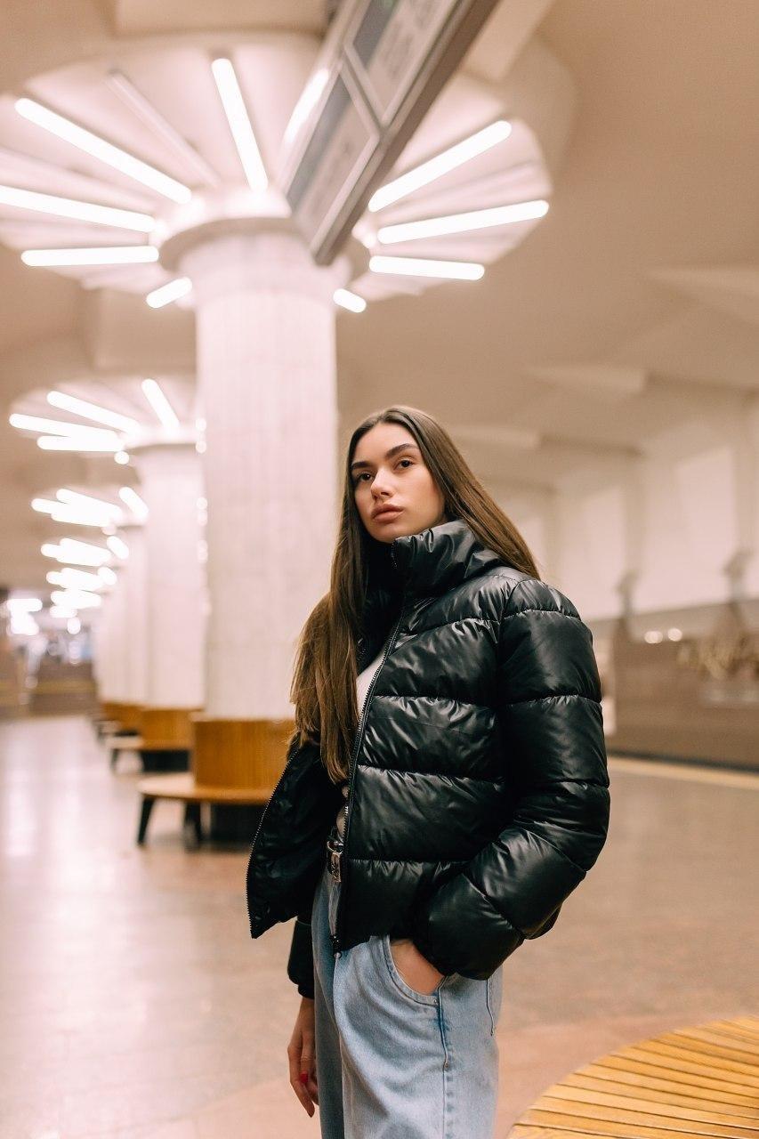 Женская короткая куртка демисезонная V-1 черная Vidlik